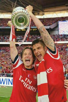 Rosicky & Giroud -- My 2 favourite Arsenal men! Arsenal Fc, Arsenal Football, Sport Football, Dennis Bergkamp, I In Team, Arsene Wenger, Best Club, Fa Cup, Premier League