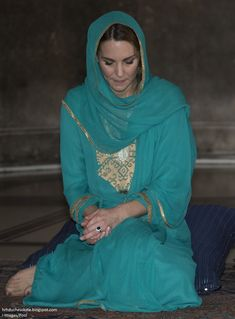 """Duchess Kate: Kate Praises The """"Vital Role of Mothers"""" in Lahore & A Very Special Tiara Appearance Camilla Duchess Of Cornwall, Duchess Of Cambridge, Princess Kate, Princess Charlotte, Imran Khan Wedding, Kate Middleton Queen, Kate Middleton Pictures, Lady Louise Windsor"""
