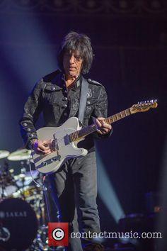 Jeff Beck performing live at the Royal Albert Hall Jeff Beck, Royal Albert Hall, Punk, Music, Style, Musica, Swag, Musik, Stylus