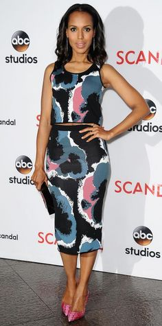 Who: Kerry Washington When: Why: The sun is out and so are the crop tops. Kerry Washington is rocking designer Timo Weiland on the carpet and the abstract print paired with her Tamara Mellon pumps is perfectly in tune with the season. Sarah Jessica Parker, Blake Lively, Olivia Pope Style, Star Fashion, Fashion Tips, Fashion 2020, African Hairstyles, 90s Hairstyles, Kerry Washington