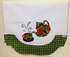 Resultado de imagem para pano de prato patchwork Applique Patterns, Applique Designs, Embroidery Applique, Machine Embroidery, Dish Towels, Hand Towels, Tea Towels, Crazy Patchwork, Patchwork Bags