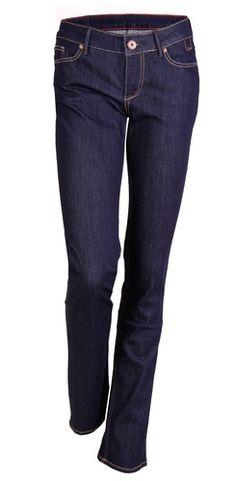 ROSE der Klassiker von CROSS Jeans mit höherer Leibhöhe und geradem Beim. Der Stretch-Denim garantiert dabei eine optimale Passform mit Tragekomfort. Viele verschiedene Waschungen von light Used-und Knittereffekten bis zu tiefem dunkelblau. Enthält nicht textile Teile tierischen Ursprungs (Leder-Logo-Patch am Bund).