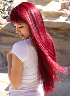 she use L'Oreal Colour Rays in Red Rays for the roots, then apply Jerome Russel's Punky Colurs in Red Wine all over (from root to tip).