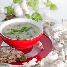 Lunch: Knoflooksoep  knoflook is gezond voor hart en bloedvaten!  vegetarisch lactosevrij Ingrediënten voor 4 personen 4 teentjes knoflook 2 preien 2 eetlepels olijfolie 1 potje witte bonen (à 330 gram) 3/4 liter groentebouillon versgemalen peper en zout 1 eetlepel fijngehakte groene kruiden (peterselie, basilicum, bieslook)