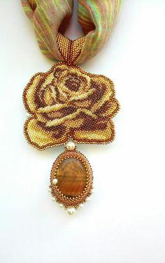 Кулон роза. | biser.info - всё о бисере и бисерном творчестве