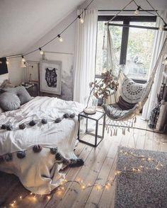 schlafzimmer deko boho-hippie-modern-flair-grau-schaukel-makramee-bommeln