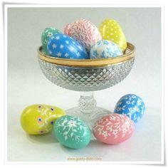 Aprenda como fazer ovos de Páscoa pintados à mão