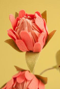 Learn How To Make Felt Protea Flowers! How to make the most gorgeous felt protea flowers! Paper Flowers Craft, Felt Flowers, Flower Crafts, Diy Flowers, Fabric Flowers, Paper Craft, Flower Art, Wedding Flowers, Felt Flower Template