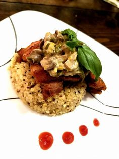 Leeks and white wine add a gourmet touch to this weeknight dish of chicken thighs nestled in a creamy mushroom sauce. Chicken Thighs Mushrooms, Mushroom Chicken, Good Food, Yummy Food, Delicious Recipes, Sauce Recipes, Chicken Recipes, Creamy Mushroom Sauce, Stuffed Mushrooms