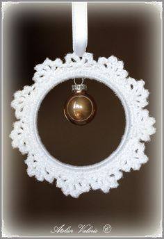 Atelier Valerie: Crocheted ornament tutorial (use translate)