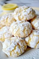 Biscuits moelleux au citron, Biscotti morbidi al limone - allsaus. Cool Whip Cookies, Lemon Cake Mix Cookies, Lemon Crinkle Cookies, Lemon Cake Mixes, Lemon Cookies Easy, Cookie Recipes, Snack Recipes, Dessert Recipes, Snacks