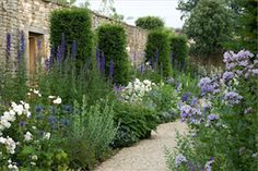 Temple Guiting garden by Jinny Blom
