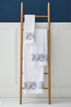 The elegant Laura Ashley Belvedere print extends to the bathroom with the Belvedere towel range in Midnight Blue. This absorbent, soft towel is an indulgence after baths or showers, and are available in hand towel (50 x 90 cm), bath towel (70 x 127 cm) and bath sheet (100 x 150cm) sizes.