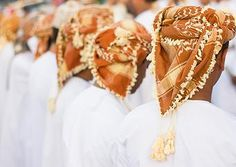May Omani put on the headgear of salvation! - National dress for men in Oman