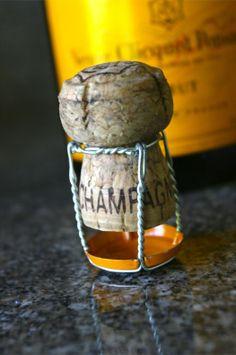 DIY Champagne Cork Hot Air Balloon Balloon Crafts, Balloon Ideas, Cork Ornaments, Champagne Corks, Wine Bottle Corks, French Wine, Cork Crafts, Fine Wine, Hot Air Balloon