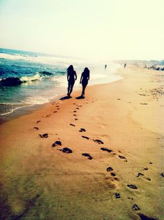 beach walks with your best friend>>>> this is cute! :) #erinnicoleelam