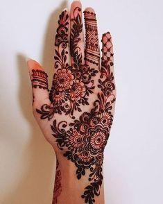 51 Fascinating Karwa Chauth Mehndi Designs For Newlywed Brides - Tattoo MAG Henna Hand Designs, Dulhan Mehndi Designs, Mehandi Designs, Mehndi Designs Finger, Palm Mehndi Design, Pretty Henna Designs, Modern Henna Designs, Latest Arabic Mehndi Designs, Floral Henna Designs