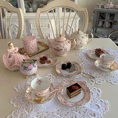 teacup via IG - Untitled Aesthetic Food, Pink Aesthetic, Aesthetic Space, Comida Picnic, Estilo Shabby Chic, Princess Aesthetic, Mode Outfits, Cute Food, Afternoon Tea