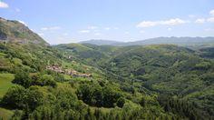 Mirador de Azpirotz. Espectacular mirador sobre el valle Araxes y las Malloas situado en el Área de Descanso de Azpirotz (sólo accesible en dirección Pamplona) a tan solo dos kilómetros de Lekunberri.. A pesar de la cercanía de la autovía, el visitante puede disfrutar de un placentero momento de descanso en cualquier momento del año. #Navarra Saber más... => http://www.turismo.navarra.es/esp/organice-viaje/recurso/Patrimonio/5874/Mirador-de-Azpirotz.htm