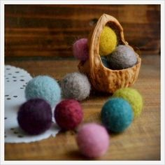 Cracking Nuts: Walnut Shells as a Material for Your Craft, фото № 46 Yarn Crafts, Decor Crafts, Paper Crafts, Diy Crafts, Art For Kids, Crafts For Kids, Arts And Crafts, Walnut Shell Crafts, Handmade Christmas