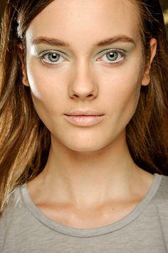 Tendencias primavera 2013 belleza maquillaje cejas gruesas - Derek Lam.