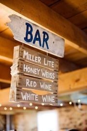 Pallet Bar Menu Sign  amazing! really creative. awesome tones and ideal impact.