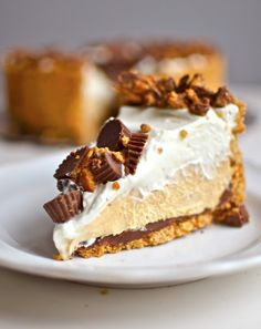 Recept: Chocolade-pindakaas-taart met pretzels en vanillevulling