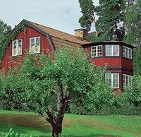 Slik bygger du terrasse med trapp - viivilla.no Red Cottage, Cottage Exterior, Cabin, Mansions, House Styles, Home Decor, Patio, Decoration Home, Manor Houses