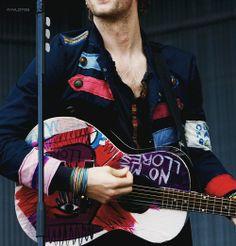 Chris Martin play guitar again.