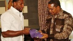 Ray Lewis presents a Ravens hat to Tanzanian president
