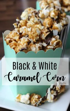 Black and White Caramel Corn Homemade caramel corn drizzled in white and dark chocolate. This black and white caramel corn is easy to make and incredibly addicting! Just as delicious as any gourmet popcorn and tastes fresh because you made it at home! Gourmet Popcorn, Flavored Popcorn, Gourmet Foods, Chocolate Drizzled Popcorn, Marshmallow Popcorn, Popcorn With White Chocolate, Pop Popcorn, Caramel Corn Recipes, Recipes