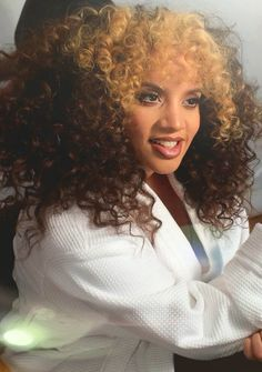 Healthy Tips For Getting Your Hair In Great Shape Beautiful Goddess, Beautiful Gorgeous, Dasha Polanco, Latin Hairstyles, Medusa Hair, Curly Hair Styles, Natural Hair Styles, Best Face Serum, Latin Women