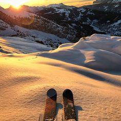ski et snowboard Alpine Skiing, Snow Skiing, Apres Ski Party, Ski Et Snowboard, Ski Ski, Skier, Ski Season, Ice Climbing, Jolie Photo
