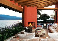 El arquitecto Genaro Nieto edificó esta casa bajo la premisa de lujo descalzo.