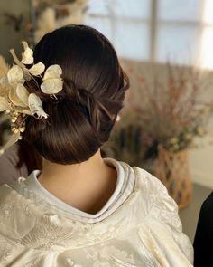 Wedding Styles, Wedding Photos, Up Styles, Hair Styles, Japanese Wedding, Japanese Hairstyle, Bride Hairstyles, Wedding Gowns, Hair Color