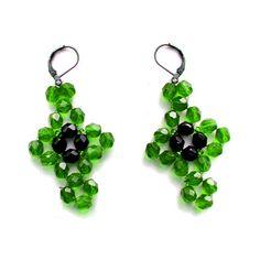 BUSCAR AQUI http://beadsmagic.com/free-pattern-for-earrings-fiona/