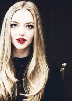 Amanda Seyfried and her hair! I need to grow my hair out as soon as possible Amanda Seyfried, Looks Style, Looks Cool, Pretty People, Beautiful People, Amazing People, Beautiful Flowers, Beauty And Fashion, Feminine Fashion