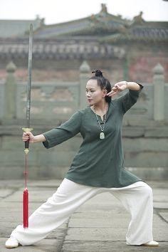 Wudang Tai Chi Women′s Spring & Summer Flax Uniform Qi Gong, Kung Fu, Tai Chi Clothing, Art Of Fighting, Martial Arts Workout, Martial Arts Women, Martial Artists, Character Poses, Art Poses