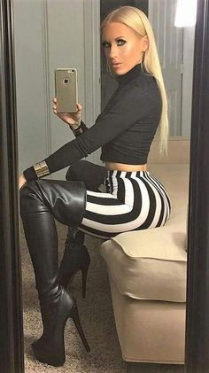 Girls in thigh high boots Black And White Leggings, Striped Leggings, Leather Leggings, Leather Boots, Black Leather, Tight Leggings, Sexy Boots, Sexy Heels, Thigh High Boots