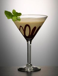 Baileys Irish Mistletoe (2 oz. Baileys Irish Cream 1/4 oz. Peppermint Schnapps)