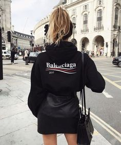 Hoodie bb mode paris celeb printed logo celebrity trends – Care – Skin care , beauty ideas and skin care tips Mode Outfits, Skirt Outfits, Fall Outfits, Casual Outfits, Fashion Outfits, Womens Fashion, Fashion Trends, Casual Jeans, Sweater Outfits