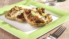 Der perfekte Snack für zwischendurch-Schlemmer-Brötchen von MAGGI mit Hackfleisch und Käse überbacken. Herzhaft lecker.