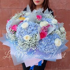 """It is beautiful to express love through flowers! 🌷🌷💕 Expertise in flower delivery  Around Jakarta only 👈 """"Fresh flowers only!"""" Cp 087879038018  Line. Peggynovia / Jessicajeno  For further information please visit our website www.madameflorist.com  #flowers #flower #roses #lily #tulips #floristjkt #floristjakarta #flowerdelivery #madameflorist #vscoflowers #instaflowers #flowersbouquet #bouquetjakarta #gift #bloombox #sunflowers"""