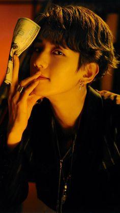 baekhyun and the money suho burned Kpop Exo, Exo Ot9, Chanyeol Baekhyun, Park Chanyeol, Baekhyun Fanart, Chanbaek, Baekyeol, K Pop, Got7