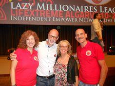Para desarrollar este negocio, no hay límite de edad. En la foto con compañeros de negocio de Inglaterra http://tatoymar.com/oficina