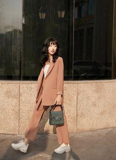 Kpop Fashion Outfits, Suit Fashion, Mode Outfits, Look Fashion, Korean Casual Outfits, Cute Casual Outfits, Pretty Outfits, Korean Fashion Work, Modele Hijab