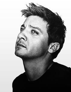 Jeremy Renner has such an interesting face I could stare at it for hours.