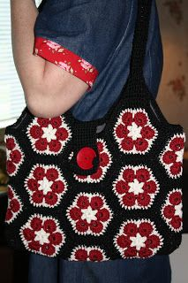 Jaanikan käsityöpaja: Virkattu Afrikankukka-laukku. Crochet Motif, Crochet Designs, Free Crochet, Knit Crochet, Crochet Patterns, Crochet African Flowers, Crochet Flowers, Crochet Handbags, Crochet Purses