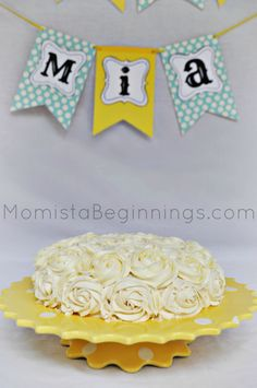 My daughter has turned one and celebrate her big milestone, I created a little DIY smash cake photo shoot. Rose Icing, Cake Smash Photos, Easy 5, Lincoln Birthday, 1st Birthday Photoshoot, Baby Girl First Birthday, Happy Birthday, Celebrate Good Times, Cute Cakes