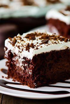 Thin Mint Chocolate Poke Cake Poke Cake Recipes, Poke Cakes, Cupcake Cakes, Cupcakes, Mint Chocolate, Chocolate Recipes, Chocolate Pudding, Chocolate Lovers, Grasshopper Cookies